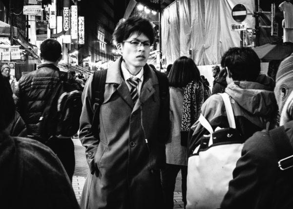 Portrait de rue en noir et blanc à Ueno, Tokyo