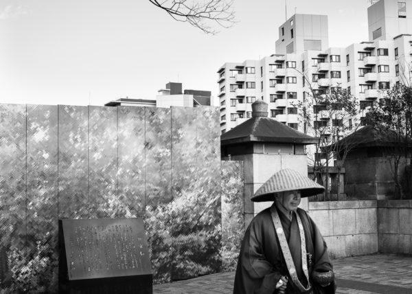 Un japonais de tradition perdu dans la modernité d'Harajuku