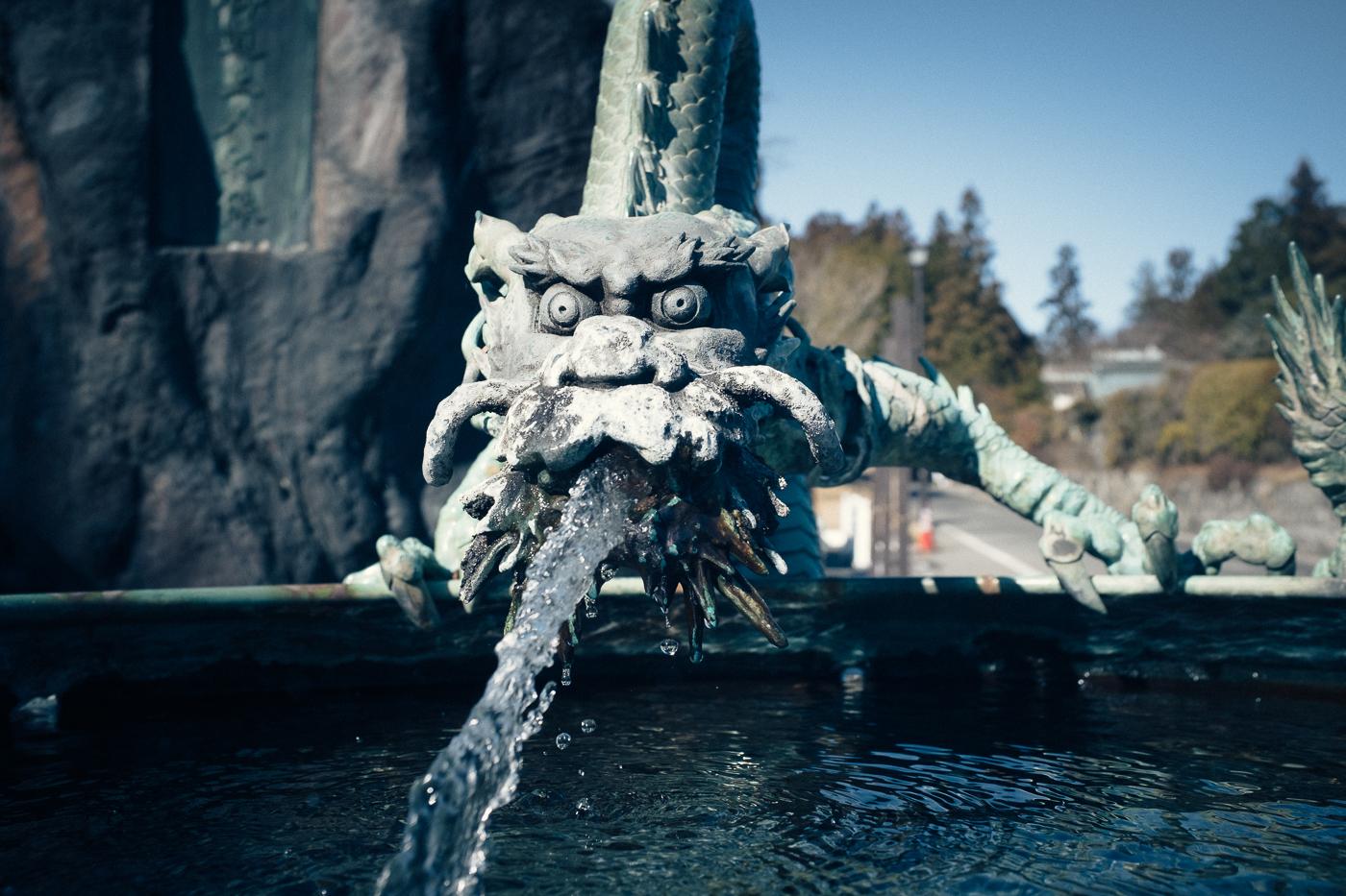 Fontaine en forme de dragon à Nikko, au Japon