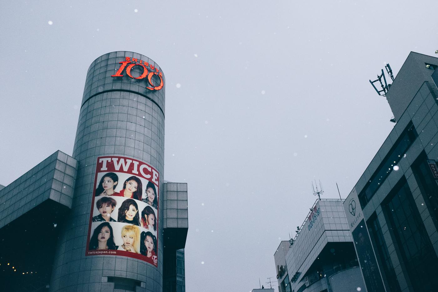 Il neige sur Shibuya et son célbre bâtiment 109