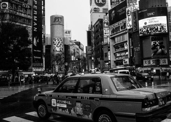 Shibuya en noir et blanc, un des centres névralgiques de Tokyo