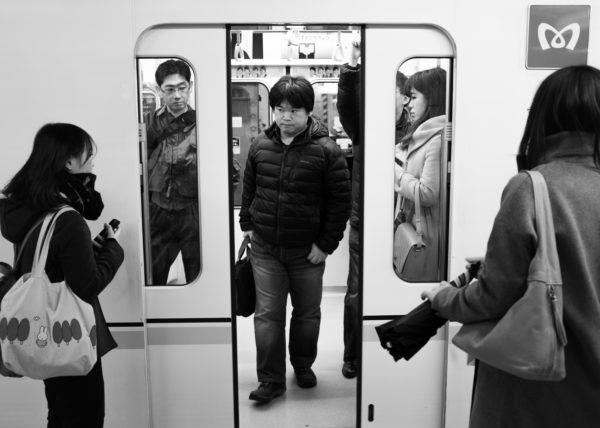 Sortie du métro japonais à Tokyo