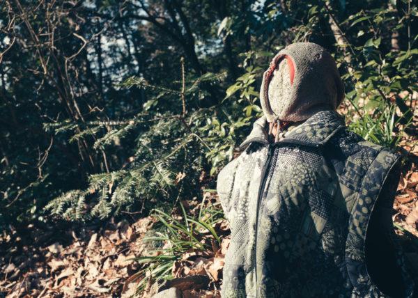 Une statue en pleine forêt, habillée il y a longtemps, proche du Mont Takao, Japon
