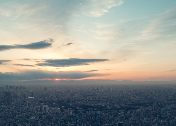 Le soleil se couche sur Tokyo