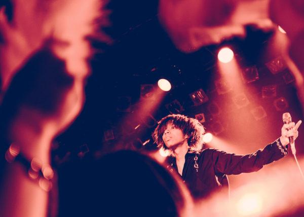 A Tokyo, sur la scène de la Liquidroom, le groupe de rock Jooubachi se livre à une performance énergique