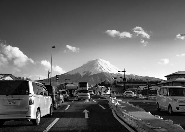Le mont fuji-, majestueux, depuis la route