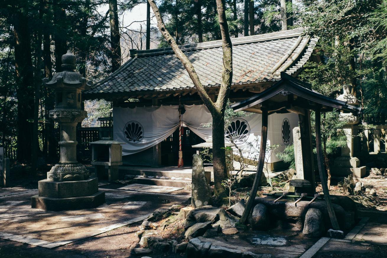Un petit temple perdu dans la forêt de Kibune, aux porte de Kyoto