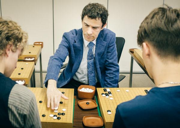 Michael Redmond, joueur de Go professionnel américain vivant aujourd'hui au Japon, seul occidental à être devenu 9 dan au Japon, durant le stage fédéral de la nihon ki-in